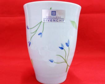 VJ212 : GIVENCHY Paris Yamaka porcelain coffee cup without handle, Rare,made in Japan, original box