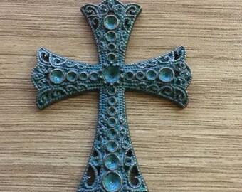 croix en cuivre patiné 72 x 48 mm