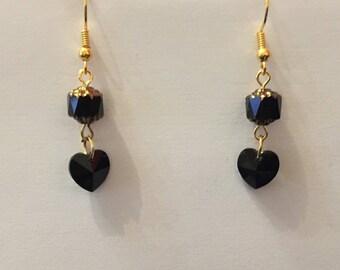 Boucles d'oreilles coeur et perle ronde cristal swarovski ton noir attaches dorées