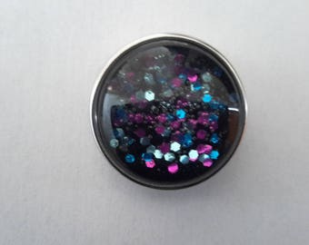 snap closure in multicolored sequins on black background glass cabochon