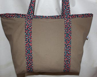 Bag taupe fully lined with a printed cotton