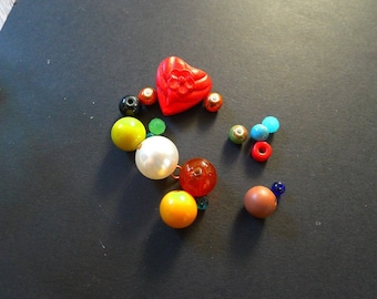 set of 17 beads ceramic cinnabar red blue green heart mother of Pearl round