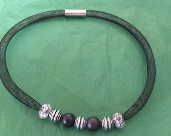 Lightweight magnetic clasp necklace