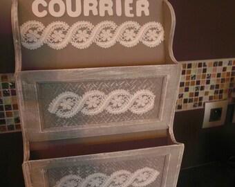 Boîte à courrier/clés en bois couleur taupe patiné dentelle lettres en bois