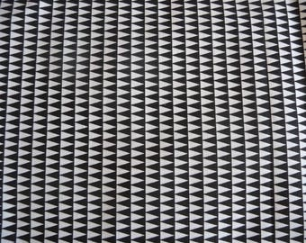 Fabric printed KANO black and white triangles