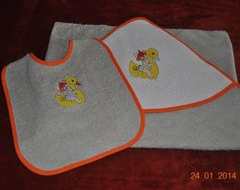 SET OUT OF BABY TERRY 1MX1M LINED HOOD AND BIB MOUSE DUCK WITH NAME EMBROIDERED