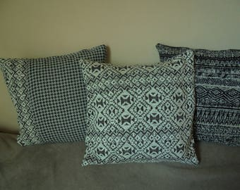 Cover for pillow 40cm square printed ethnic ecru and dark gray sweet shirt.