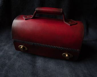 Burgundy leather handbag. Artisan model