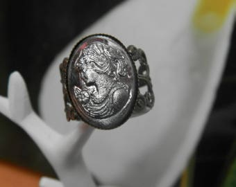 Cameo Lady and flower (bronze and cameo ring silver)