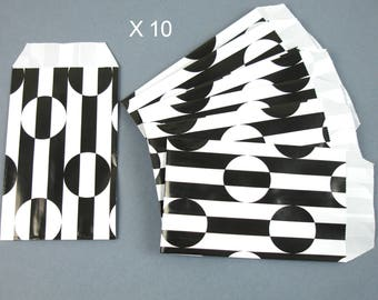 Pockets present in black printed paper and blanc13 cm / 7 cm x 10 pieces