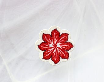 button wood red flower