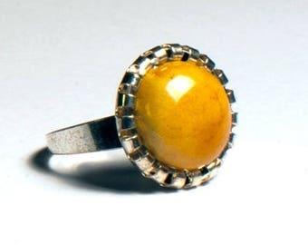 Vintage honey-colored fashion ring