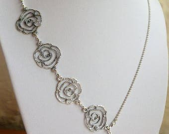 Mid-length 'Rose' necklace