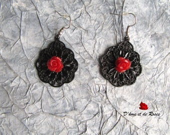 32 earrings black with red rose