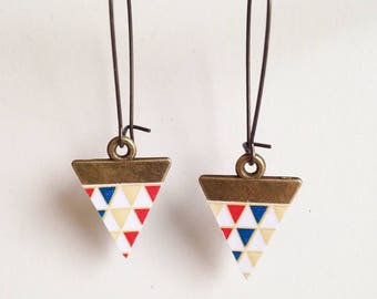 Beautiful earrings with triangle print - silver metal