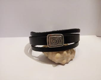 Bracelet leather with silver spiral loop