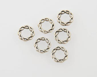 Twisted Metal closed rings