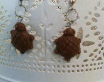 Earrings silver tone turtle Brown