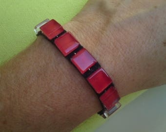 Pretty bracelet square glass red Passion on black ribbon