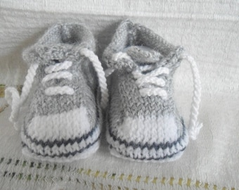 baby/reborn shape basket gray color 0/3 months booties
