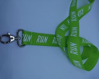Strap button Run green tart