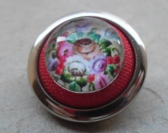 Small brooch vintage button and glass cabochon 14 mm flowers theme