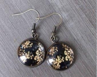 Japanese flower pattern cabochon earrings