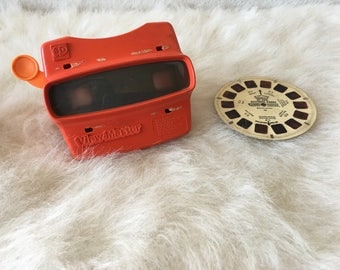 Vintage 1980s Red View Master 3D Toy Viewmaster