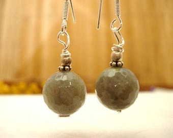 Earrings in silver and Labradorite.