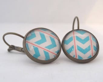 Earrings cabochon turquoise blue patterns, features salmon and beige background