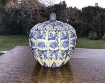 Mid 18th Century Blue & White Chinese urn - ginger jar type item