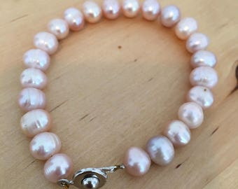 Beautiful Pink Freshwater Pearl Bracelet on Silver Clasp