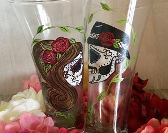 Day of the dead wedding glasses,sugar skull beer glasses ,bride and groom beer glasses ,hand painted beer glasses,5 de mayo beer glasses
