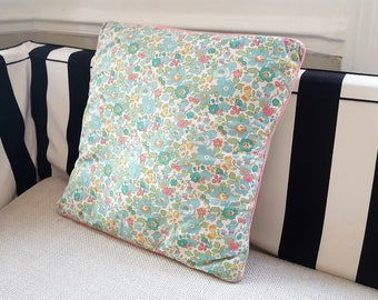 Cushion cover in Liberty Betsy Green