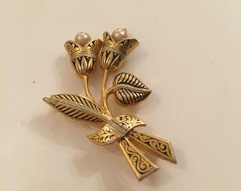 Damascene flower with faux pearl brooch