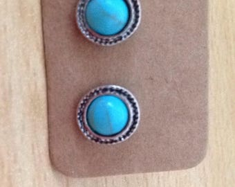 Retro stud earrings