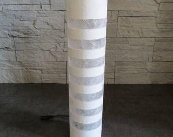 Lampe à leds décorative en carton recyclé ajourée blanche - Exemplaire unique