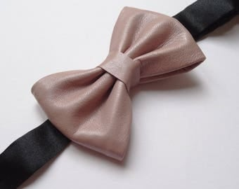 Bow tie in Nude pink