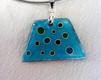 Necklace, pendant enamel partitioned transparent blue, green, red, mounted on a Choker.