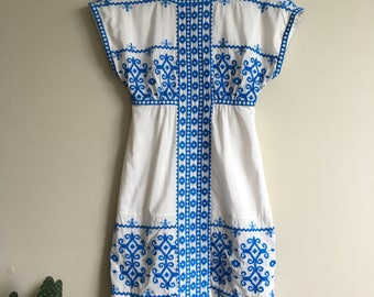 Blue and White Embroidered Summer Dress • Vintage • 1990's • Embroidery • Greece • Mediterranean • Mini Dress • Cute • Hippie • Boho • Small