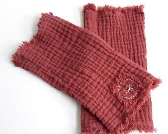 Mittens in cotton gauze
