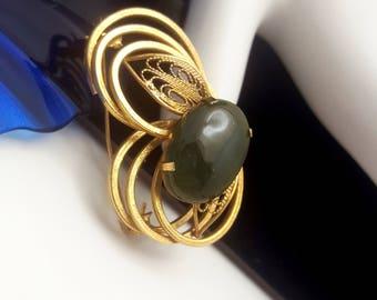 Vintage 60s Goldtone Brooch with Polished Jade Setting