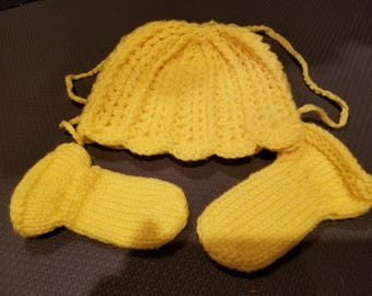 Yellow Baby Heirloom Hat and matching Thumbless Mittens