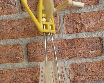 Vintage Hand Mixer, Egg beater, Old mixer, Whisk kitchen tools, Egg Scrambler, Yellow mixer, Retro kitchen