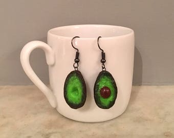 Avocado earrings with pit