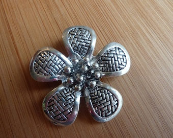 Pendant crafted flower / Tibetan silver / 40 mm x 40 mm