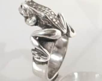Sterling Silver Frog on top of Ring
