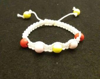 White macrame bracelet wigh beads