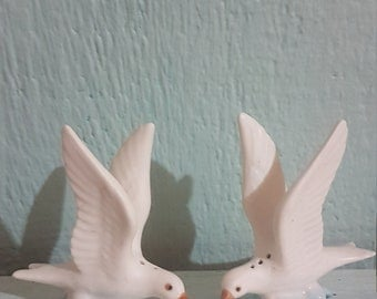 Vintage seagull salt and pepper shakers