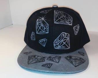 Silver/black inverted diamond snapback hat